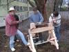 Erste Versuche an der Wippdrechselbank, nachdem sie im Workshop gebaut wurde